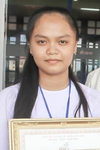 <em>Em</em> <strong>Võ Hồng Ngọc</strong> - Học sinh trường THPT Nguyễn Thái Bình trong buổi lễ tuyên dương khen tưởng ...