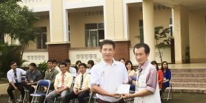ông Lê Thạch Hoàng Lam - đại diện Hoa Lan Phú Yên ủng hộ Tết vì học sinh nghèo năm 2018