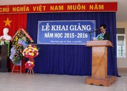 Thầy Nguyễn Công Hoan - Bí thư Chi bộ, Hiệu trưởng nhà trường đọc diễn văn khai giảng năm học mới