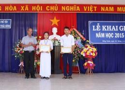 Trường CĐ Công nghiệp Tuy Hòa tặng 02 suất học bổng cho 2 em học sinh có hoàn cảnh khó khăn vươn lên học giỏi