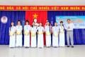 Đại diện Bảo hiểm Bảo Minh Phú Yên trao học bổng cho học sinh có thành tích cao trong học tập