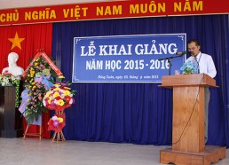 Thầy Võ Hồng Phong – Chủ tịch Công đoàn đọc thư của Chủ tịch nước  và thư của Chủ tịch UBND Tỉnh ...