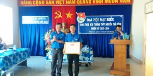 Trung ương Đoàn tặng bằng khen cho Đoàn TNCS HCM trường THPT Nguyễn Thái Bình, nhiệm kỳ